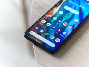 Podvodníci opět útočí na mobilní telefony. Skrze aplikaci se snaží vylákat osobní údaje