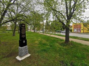 Po 41 letech v Českých Budějovicích opět stojí pomník parašutisty Ježka