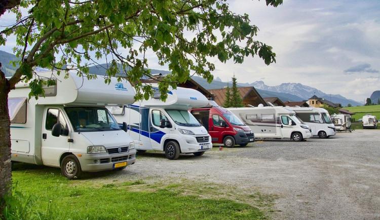 Prachatice chystají místa, kde by parkovali turisté s karavany
