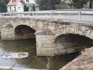 Kvůli rekonstrukci se uzavře památkově chráněný most ve Starých Dobrkovicích