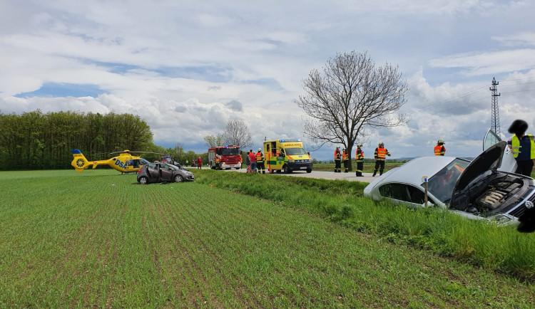 U Čejkovic havarovala čtyři auta. Zraněno bylo sedm lidí