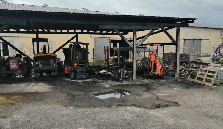 Požár v obci Rovná způsobil škodu v řádku stovek tisíc korun