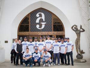 Baseballisté Sokola Hluboká šli z Alšovy jihočeské galerie rovnou na trénink