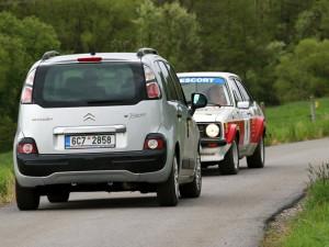 Naštvaný chatař blokoval trať Rallye Český Krumlov Revival. Nesouhlasil s průjezdem historických automobilů