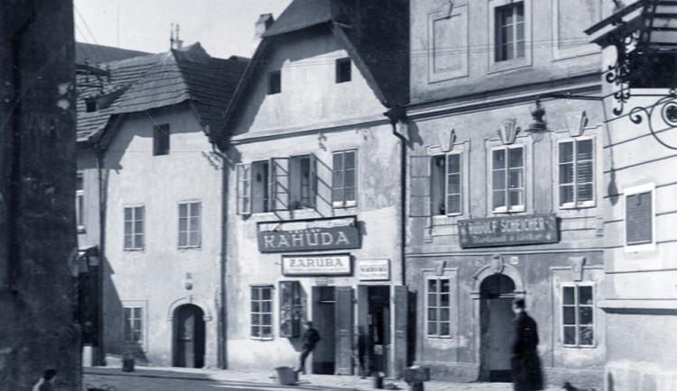 DRBNA HISTORIČKA: V Kněžské 33 sídlil kartáčník, ale i módní salon