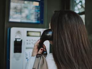 Poslední telefonní budka v Česku brzy zmizí. Operátor je neplánuje dál provozovat