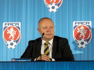 Petr Fousek je novým předsedou fotbalové asociace, porazil Karla Poborského