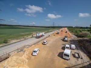Stavbaři v pondělí začnou s dostavbou D4 mezi Příbramí a Pískem