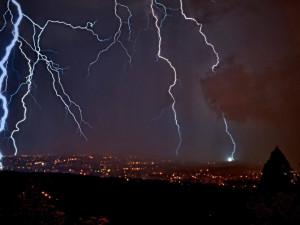 Na Česko se ženou silné bouřky. Meteorologové upřesnili výstrahu