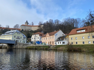 V Rožmberku nad Vltavou se někdejší kupecký dům změnil ve vodáckou základnu