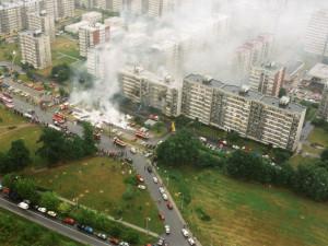 Rána, plameny a všudypřítomný chaos. Před třiadvaceti lety dopadly na Vltavu dvě stíhačky