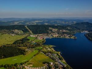 Nejlepší voda ke koupání je podle hygieniků na jihu Čech v lipenské přehradě