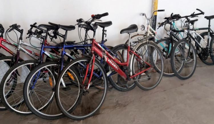 Na konci června bude město prodávat kola ze ztrát a nálezů. Nejlevnější vyjdou na sto korun