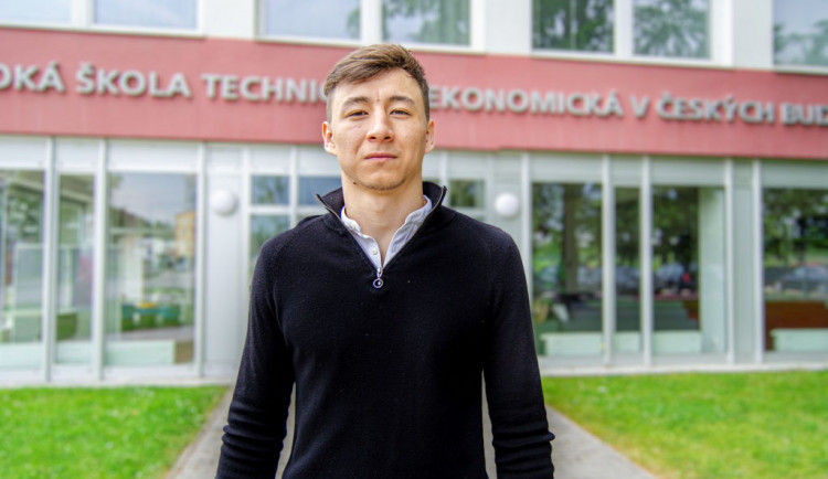 Sungat Khairzhan: Kazach, který studuje v Budějovicích a vyhrál v Africe