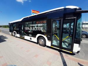 Tři společnosti spolupracují na pilotním provozu plně elektrického autobusu v Táboře