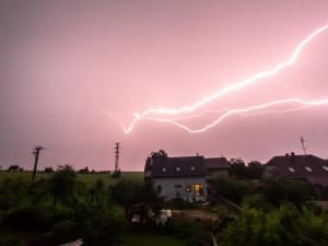 Noční bouřka nezpůsobila na jihu Čech výraznější komplikace, hasiči řešili dvě desítky oznámení