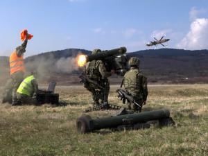 Strakoničtí vojáci obsadili Doupov. Trénovali i výsadek z vrtulníku