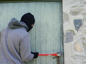 Neznámý zloděj způsobil škodu za nejméně 15 tisíc korun. Odnesl si cenné sběratelské mince