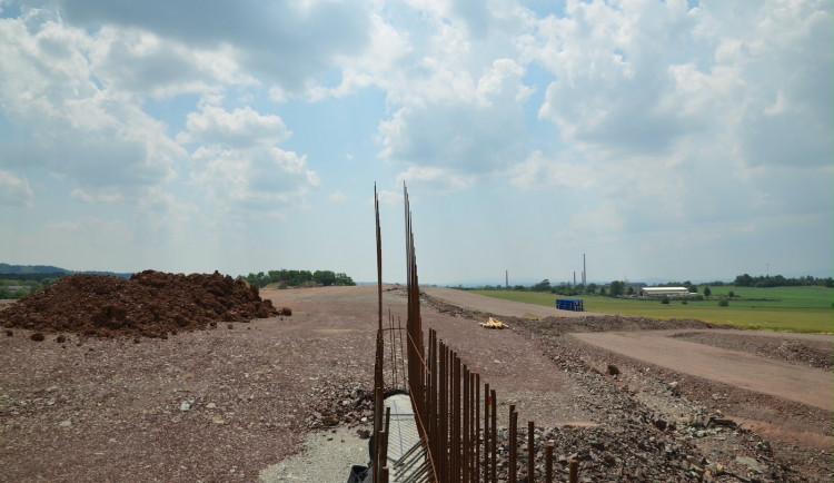 Od otevření prvního úseku dálnice D3 uplynulo 30 let. Stavba české části není ani v půlce