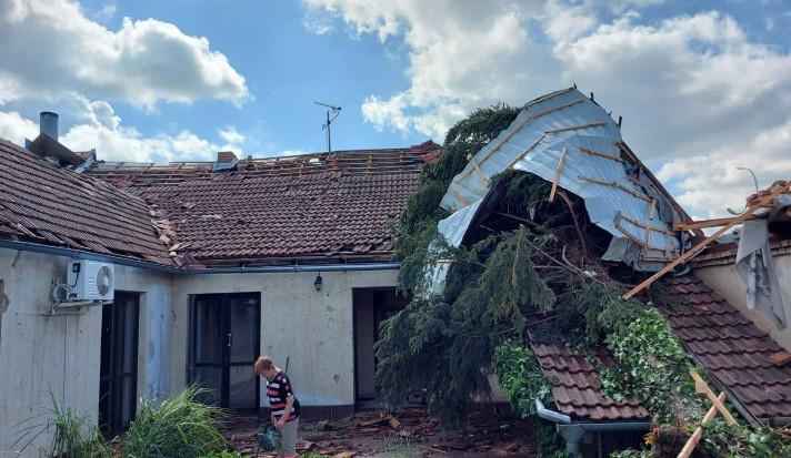 Tornádo zdemolovalo dům rodiny obránce Motoru. Klub chce pomoci dražbou dresů