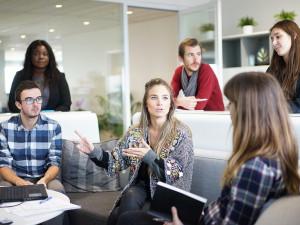 Lidé nemusí v práci sdělovat místo dovolené, jsou ale odpovědní za možné škody