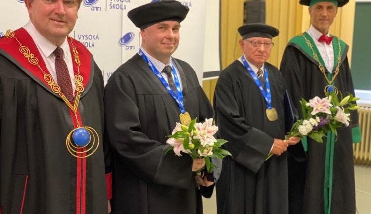 Profesor Vochozka obdržel na Slovensku čestný doktorát