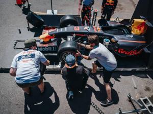 Za jak dlouho vyměníte kola na Formuli 1? Red Bull Pit Stop Challenge míří do Budějc