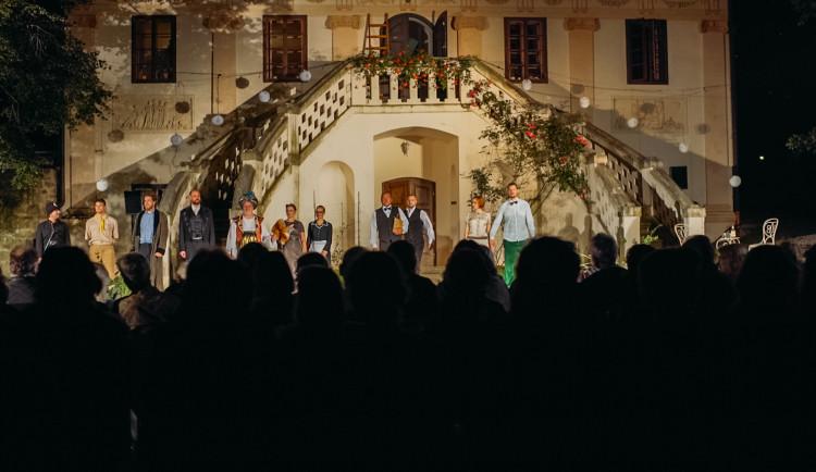 Slavná opera Nabucco si v podání Jihočeského divadla podmaní zámek Blatná
