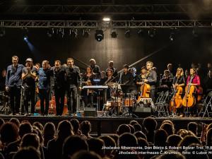 Koncert na hradním nádvoří odstartuje festival Jihočeská intermezza. S filharmonií vystoupí Dan Bárta a Robert Balzar Trio