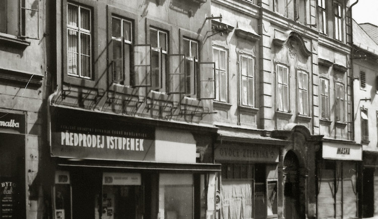 DRBNA HISTORIČKA: Domy číslo 13 a 15 v ulici Dr. Stejskala