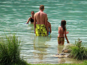 Kvalita vody ke koupání se na některých místech kazí. Kromě rybníku Hejtman je ale bez větších problémů