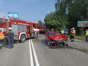 Na Dlouhé louce došlo k vážné dopravní nehodě. Zranili se tři lidé