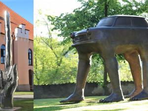 Fakáč nebo Trabant. Zámecký park v Bechyni patří sochám Davida Černého