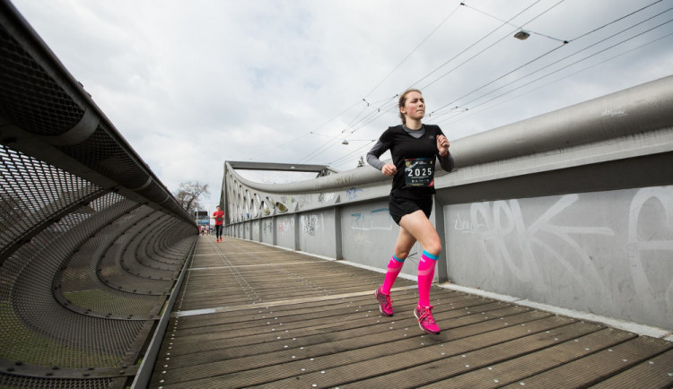 Sobotní běžecký závod omezí dopravu v centru Budějc už od pátku