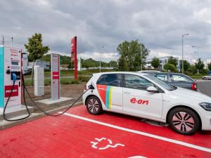 Dvě hlavní firmy skupiny E.ON zvedly čistý zisk na pět miliard korun