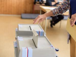 Volby se blíží. Podívejte se na průřez prioritami politických stran