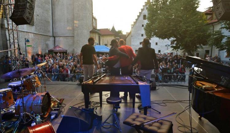 KULTURNÍ TIPY: Saturnin rozesměje hlediště Žižkárny, Jazzový festival rozezní Piaristické náměstí