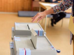 V Jihočeské kraji bude v podzimních volbách kandidovat 18 politických uskupení