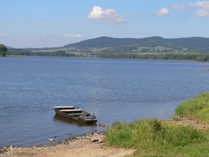 U Podolska na orlické přehradě stále platí zákaz koupání