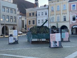 Maketa tanku T-54 připomíná v Č. Budějovicích okupaci z roku 1968