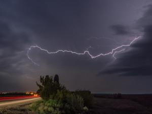 Část Jihočeského kraje mají odpoledne zasáhnout silné bouřky