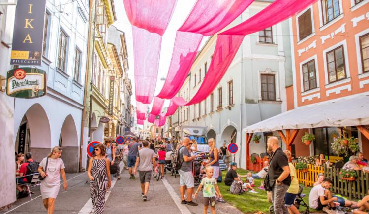 KULTURNÍ TIPY: Centrum zaplní pouliční umělci a výběrová káva, Jižní Block ovládne Wohnout