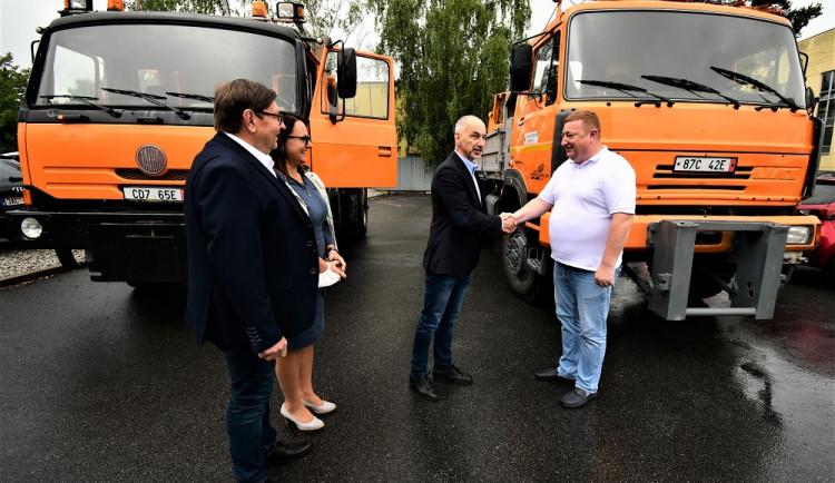 Představitelé Koločavy si z jihu Čech odvezli dva nákladní automobily