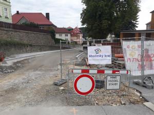 Vimperk opravuje páteřní silnici 1. máje za 70 milionů korun