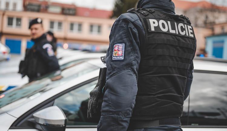 Zapálené BMW souvisí s násilným trestným činem, tvrdí policie