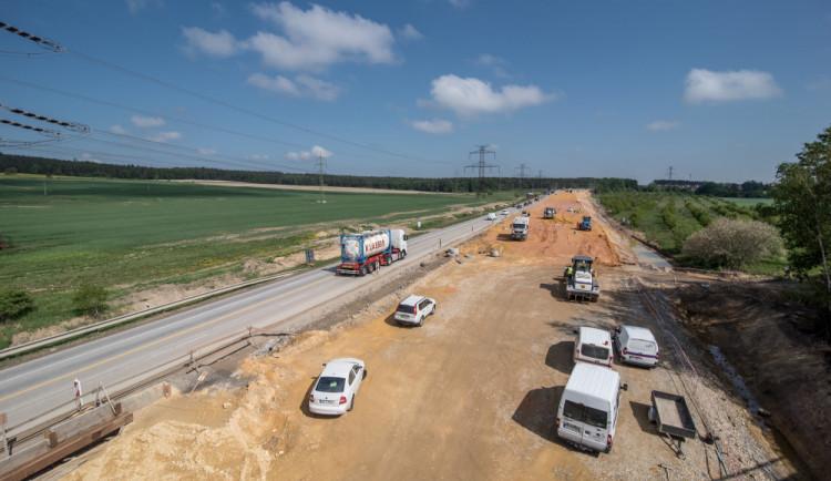 Mezi dvěma obcemi postaví obalovnu. Firma ji odstraní po kolaudaci dálnice