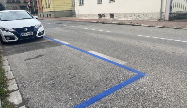 Město se připravuje na další rozšíření modrých zón. Akci provází komplikace