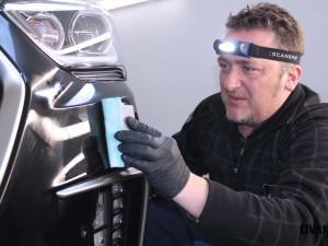 Ruční mytí vozidel je všestranná služba, mnohem detailnější než mytí v kartáčové lince, říká majitel detailingového mycího centra