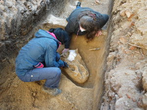 Archeologové našli v jihočeské trase D4 pravěká sídliště i hroby