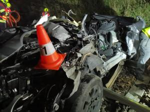 Řidič osobního auta nepřežil srážku s vlakem u Hluboké nad Vltavou